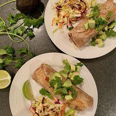 Burritos aux haricots noirs - michelerousseaudtp Sauce Chili, Valeur Nutritive, Saveur, Burritos, Tacos, Wraps, Mexican, Posts, Ethnic Recipes
