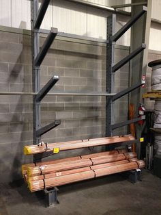 Get full access to all storage levels with cantilever pipe storage racks. Contact Warehouse Rack and Shelf for a quote on pipe, bar and tubing rack options. Diy Welding, Welding Tools, Welding Projects, Woodworking Projects, Industrial Style Desk, Industrial Home Design, Wood Router, Wood Lathe, Cnc Router