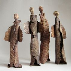 Make out of clay too? Ceramic Clay, Ceramic Pottery, Pottery Art, Ceramic Figures, Clay Figures, Pottery Sculpture, Sculpture Clay, Ceramic Sculpture Figurative, Pottery Angels