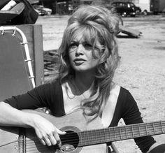 brigitte bardot | Momento guitarra de Brigitte Bardot.