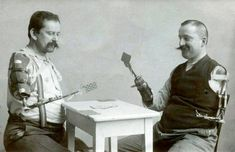 """Men playing cards with a prosthetic arm """"Hermann Peschel (right) lost his left arm and his right arm below the elbow in the First World War. The grip of his artificial arm was controlled by his left shoulder"""" World War One, First World, Weird Vintage, Funny Vintage, Black White, No Photoshop, Medical History, Old Pictures, Funny Pictures"""