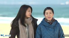 Park shin hye aa Cha Eun Sang// The Heirs Kim Woo Bin, Park Shin Hye, The Heirs, Lee Min Ho, Singing, Rain Jacket, Windbreaker, Raincoat, Drama