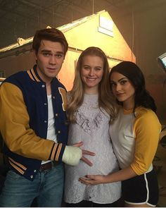 Riverdale Archie, Polly and Veronica. Watch Riverdale, Riverdale Cw, Riverdale Memes, Riverdale Polly, Betty Cooper, Polly Cooper, Tiera Skovbye, Riverdale Wallpaper Iphone, Stranger Things