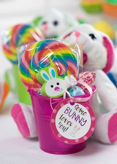 Easter Bunny Gift Idea Throw this fun Easter party for the kids this year and everyone will have a blast! Cute bunny cupcakes, fun printable games, Easter party favors, cute invitations and everything you need to throw a great party! Easter Gifts For Kids, Easter Crafts, Easter Decor, Easter Ideas, Easter Table, Kids Gifts, Hoppy Easter, Easter Bunny, Easter Birthday Party