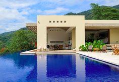 El paisaje como protagonista, cubiertas y bóvedas de concreto a la vista son los elementos de esta casa diseñada por Hernando Márquez.