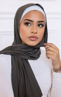 Our Premium Jersey wraps feature an incredibly high-quality, medium-weight cotton jersey fabric. This luxurious maxi sized wrap flows and drapes perfectly, making. Muslim Women Fashion, Modern Hijab Fashion, Hijab Fashion Inspiration, Abaya Fashion, Simple Hijab Tutorial, Hijab Style Tutorial, Mode Turban, Turban Hijab, Hijab Niqab