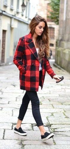 Style POP: This black and red plaid coat is a great statement piece to this casual outfit. Plaid Coat, Red Plaid, Tartan, Flannel Jacket, Fall Plaid, Wool Coat, Casual Outfits, Cute Outfits, Fashion Outfits