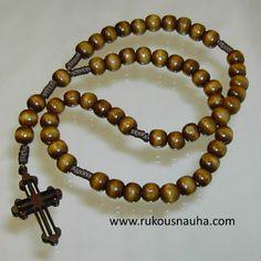 Ortodoksinen rukousnauha nimeltään Desna. helmet ja risti puiset. Orthodox rosary . www.rukousnauha.com