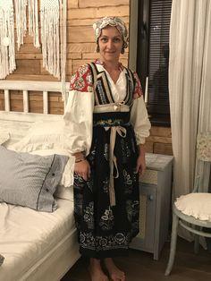 Traditional Dresses, Folk, Kimono Top, Sari, Costumes, People, Women, Fashion, Saree