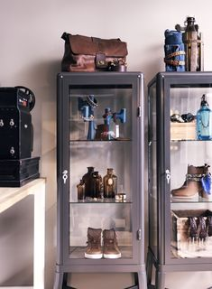 FABRIKÖR - a retro chic display case.