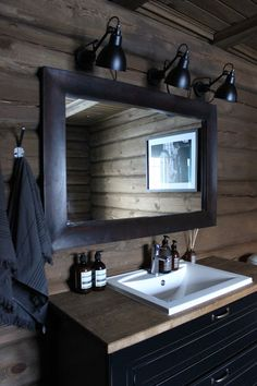 Myhome og Ølen Møbel: Hytte:) Scandinavian Home Interiors, Cabin Interiors, Chalet Design, House Design, Sweden House, Cabin Bathrooms, Lodge Style, Secret Rooms, Winter House
