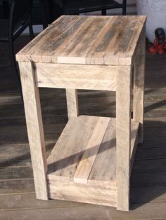 DIY Pallet Side Table/Nightstand | 99 Pallets