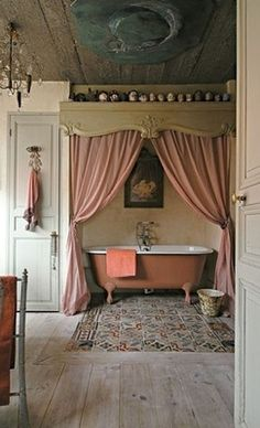 Love this curtained in tub