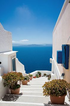 20 Breathtaking Places To See Before You Die – The Barefoot Explorer - Santorini, Greece – The world's most breathtaking destinations – your next holiday is sorted - Vacation Places, Dream Vacations, Romantic Vacations, Italy Vacation, Honeymoon Destinations, Romantic Travel, Beautiful Places To Travel, Beautiful World, Santorini Greece