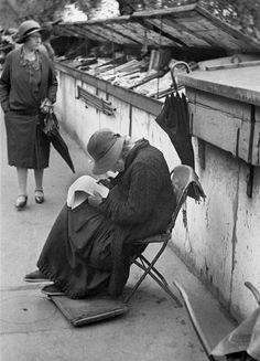 André Kertész - Paris, 1928 | famous | photographer | 1920's | Paris France | read | reading | script | novel | notes | vintage | lost | street scene