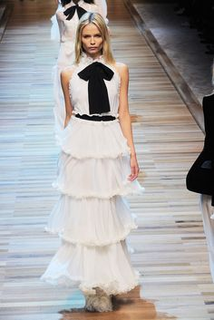 D & G FALL 2010 READY-TO-WEAR