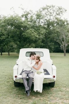 Gorgeous Texas Love | photo by Feather & Twine Photography | http://ruffledblog.com/a-breakfast-wedding-in-texas/
