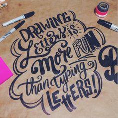 Drawing letters is more fun than typing letters! Dibujemos letras juntos en @chavondiseno #handlettering #letteringdaily #LetteringEnChavon #sharpie