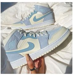 All Nike Shoes, Dr Shoes, Hype Shoes, Nike Shoes Outfits, Cute Sneakers, Sneakers Nike, Air Force Sneakers, Air Jordan Sneakers, Tenis Nike Jordan