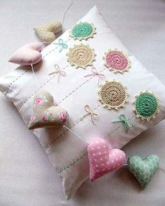 Watch The Video Splendid Crochet a Puff Flower Ideas. Phenomenal Crochet a Puff Flower Ideas. Crochet Cushion Pattern, Crochet Cushions, Crochet Pillow, Crochet Ideas, Love Crochet, Crochet Flowers, Crochet Baby, Knit Crochet, Pillows
