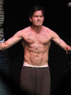 Charlie Sheen Height, Weight, Biceps Size Measurements