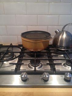 De pan staat klaar voor de stoofvlees