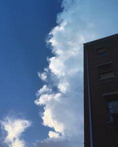 Soft.edge. ___________________________________________\__ #wv_igers #rsa_mextures #rsa_sky #rsa_clouds #urban #ig_urbex #igers_of_wv #ig_architecture #architecture #architecturephotography #shotzdelight #cloudzdelight #clouds #cloudporn #cloudchaser #bns_sky #brick #brickwall #mexturezdelight #mellow_mextures #minimal_mextures #mode_emotive  #m3xtures
