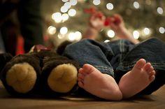 Bare (and Bear) Feet :) Baby Christmas Photos, Newborn Christmas, Babies First Christmas, Christmas 24, Baby Boy Photos, Newborn Pictures, Baby Pictures, Foto Baby, Christmas Photography