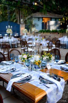 Decoração romântica para casamento no campo, com toques de azul e de amarelo. Decoração: Edilayne Ferraz   Foto: Rejane Wolff