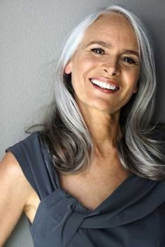 Get inspired to find new gray hair styles for older women with these 5 gray…