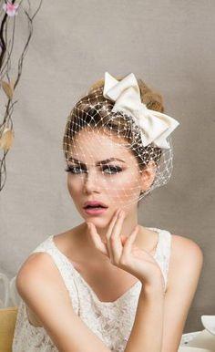 Cute ivory Bridal Bow with veil (by ArturoRiosBridal on Etsy)