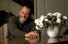 Jean Reno as the painter Monsieur Monette.