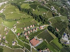 exclusive #drone shot just over Domus-pictA #winery in #valdobbiadene. Great #proseccosuperiore panorama! pic.twitter.com/9zpQHcLRMT