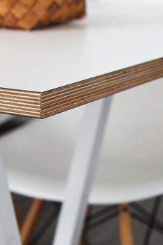 Bambula. Ikilevy prässätty vanerin pintaan.