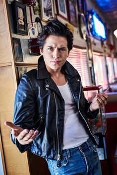 'Riverdale': Kicking Back with the CW's Hottest New Stars Riverdale season 2 photos: Lili Reinhart, Cole Sprouse, Cole M Sprouse, Sprouse Bros, Cole Sprouse Jughead, Dylan Sprouse, Kj Apa Riverdale, Riverdale Archie, Riverdale Cast, Riverdale High School, The Cw