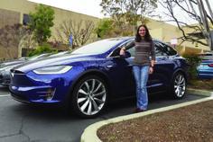 Miriam Simon Cater es una profesional boliviana con dos maestrías que diseña sistemas eléctricos en la fábrica norteamericana de vehículos Tesla Motors