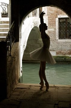 Sara Michelle Murawski, I want to be a Ballerina.... :)