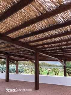 Pérgola rústica con estructura principal en madera laminada encolada, secundaria en tronco calibraso. Cubierta en cañiso natural. La Fábrica - Hotel Doña Pakita, Genoveses.  #pergola #Genoveces #hotel #madera #rustik #bois #caña #Nijar #Almería #sombrajo #Andalucia #hotel #decoracion #garden