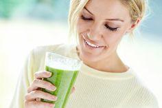 Co přidat do smoothie, když chcete hubnout nebo dodat energii? Fruit Juice, Nutribullet, Glass Of Milk, Smoothies, Food And Drink, Health Fitness, Detox, Drinks, Beverages