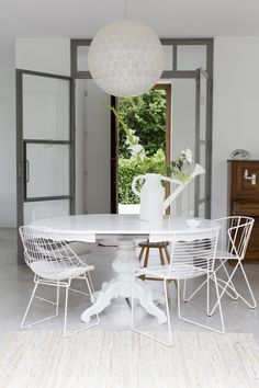 Scandinavian Home Decor For Your Eyes Only Home Living, Living Room Decor, Living Spaces, Dining Furniture, Home Furniture, Amsterdam Houses, Mismatched Dining Chairs, Piece A Vivre, Scandinavian Home