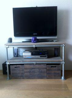 Tip van de dag: bouw een tv meubel van steigerbuizen, klemmen en steigerhout!!