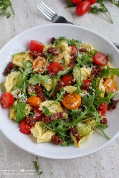 Tortellini, Party Food Platters, Savory Snacks, Good Healthy Recipes, Food Photo, I Foods, Food Inspiration, Salad Recipes, Pasta Salad