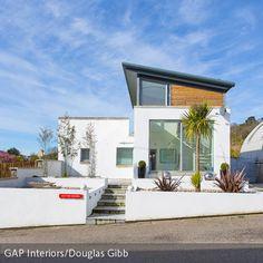 Wohnen wie in Spanien! Dieses Haus ist genau das Richtige für Sonnenanbeter: Großflächige Fenster versorgen die Räume auch im Winter mit viel natürlichem…