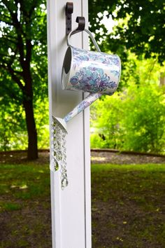 Watering can sun catcher, garden art, yard decoration by stashus on etsy. Front Yard Decor, Front Yard Design, Front Porch, Garden Yard Ideas, Garden Crafts, Garden Projects, Craft Projects, Cd Crafts, Garden Junk