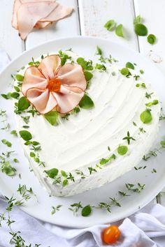 Broccoli and coconut cake - Clean Eating Snacks Holiday Appetizers, Holiday Recipes, Cake Sandwich, Chicken Pesto Sandwich, Party Food Platters, Salty Foods, Food Garnishes, Salty Cake, Food Decoration