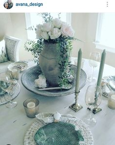 An elegant Spring tablescape eclectically styled with a chippy vintage pitcher and fish plates. Both thrifty finds from a local antique shop. The table is chalkpainted, chipped and distressed. #chalkpainted #avana_design #tablescape #vintagestyle #eclecticstyle