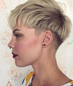 60 Cute Short Pixie Haircuts – Femininity and Practicality Choppy Blonde Pixie With Low Undercut Super Short Pixie Cuts, Pixie Cut With Bangs, Short Hair Cuts, Short Hair Styles, Undercut Pixie Cut, Cute Pixie Cuts, Shaggy Pixie Cuts, Best Pixie Cuts, Asymmetrical Pixie