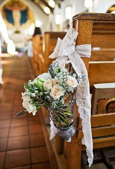 Lovely decorations for church pew for church wedding. #weddingideas #weddingdecor