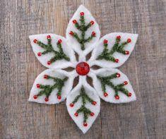 Felt Snowflake Pattern PDF File by WanderingLydia on Etsy Fabric Christmas Ornaments, Felt Christmas Decorations, Handmade Christmas, Christmas Crafts, Felt Ornaments Patterns, Diy Ornaments, Beaded Ornaments, Christmas Items, Christmas Christmas