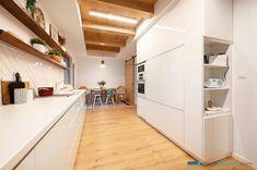 #jabrocky #whitekitchen #bielakuchyna #interiordesign Divider, Interior Design, Kitchens, Furniture, Home Decor, Nest Design, Decoration Home, Home Interior Design, Room Decor
